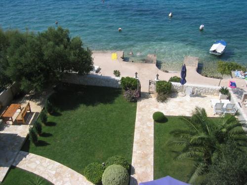 villen am strand in kroatien kroatien immobilien portal. Black Bedroom Furniture Sets. Home Design Ideas